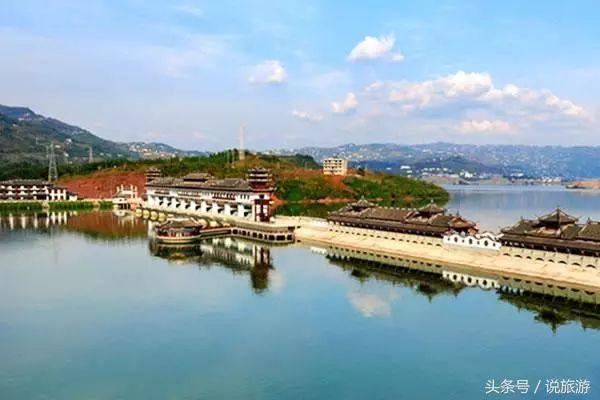 重庆石柱黄水旅游区的黄水国家森林公园内景点众多,其中包含了土家