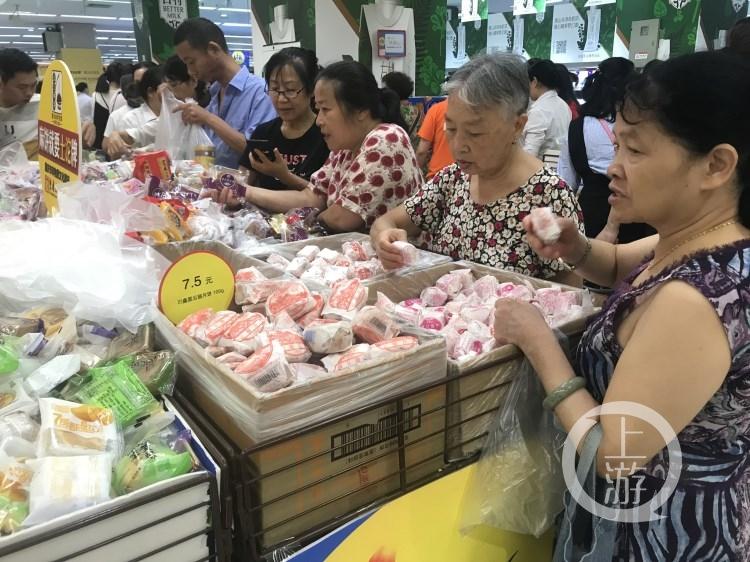 配徐菊超市月饼卖断货稿件图(3347608)-20190914151335.jpg