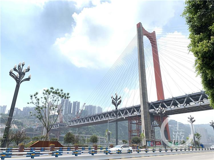 """红岩村嘉陵江大桥""""红""""起来了 还差""""一丁(4986604)-20200802164153.jpg"""