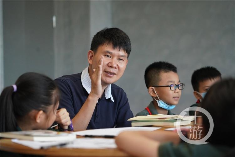 秦校长给孩子们讲秦良玉的故事(5001433)-20200806095807_副本.jpg