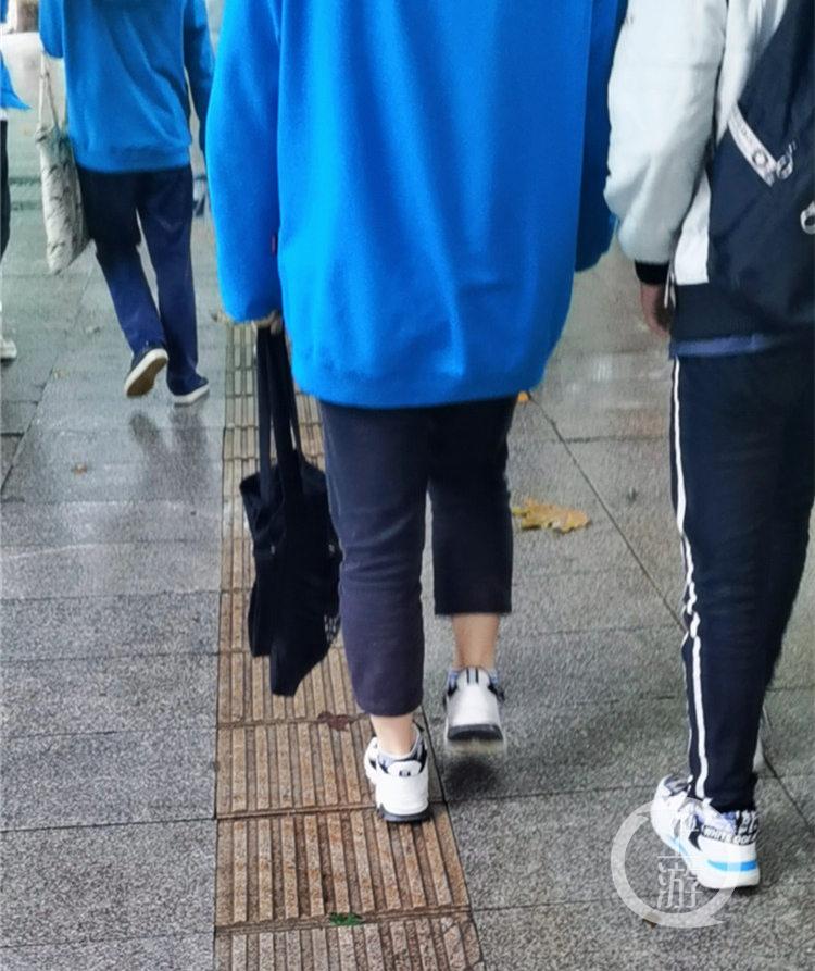 巴南区某中学,学生着九分裤(5357318)-20201017150820_副本.jpg