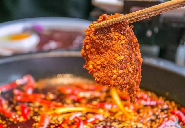 重庆当地人吃的火锅,当地人常去排队的火锅店