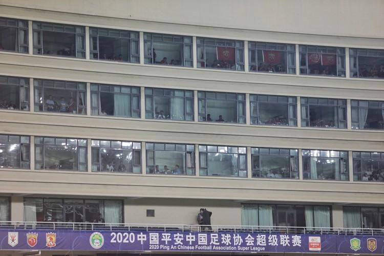 """昆山体育中心旁""""中超球景房""""一房难求,比赛当晚的房间已全被预定"""