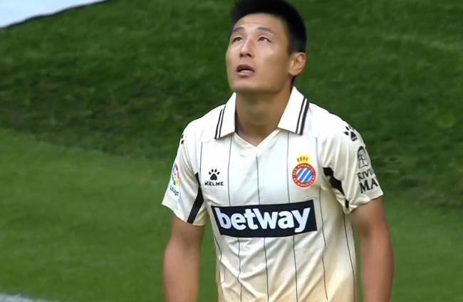 武磊连续3轮首发遗憾中柱,西班牙人2:0获胜居西乙次席