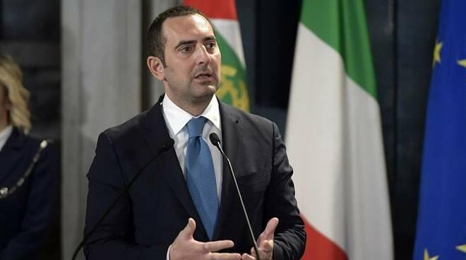 热那亚队14人确诊新冠,意大利体育部长称目前不应暂停意甲