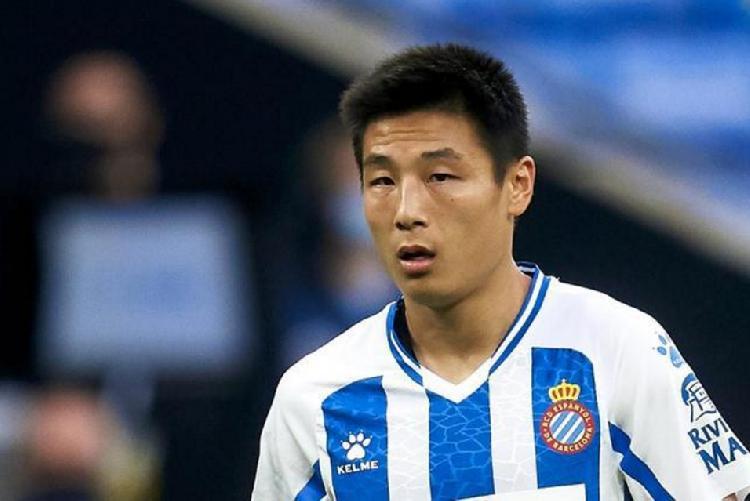 世体:武磊因为受到肌肉伤病困扰,连续缺席西乙联赛