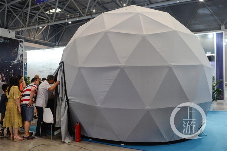 球形帐篷引市民围观(3344238)-20190913172631.jpg