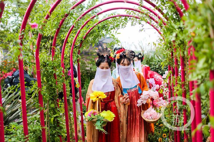 """""""国风""""是本届城市花博会的一大关键词,系列汉服巡游、展演想观展市民传递传统文化魅力_副本.jpg"""