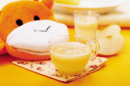 夏季过量饮果汁容易贫血会损儿童智商