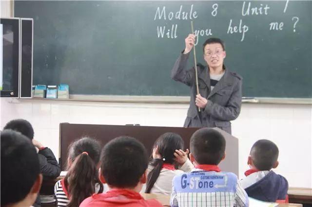 巴南有位残疾教师扎根农村38年 为学生付出一切我都愿意