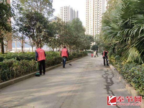 """奉节县公共资源交易中心:开展""""干干净净迎新年""""志愿者活动"""