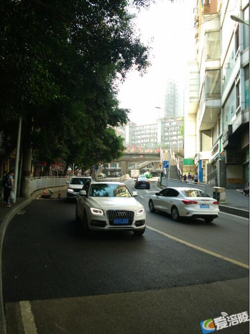 涪陵城体育南路破损车行道路面维修完工