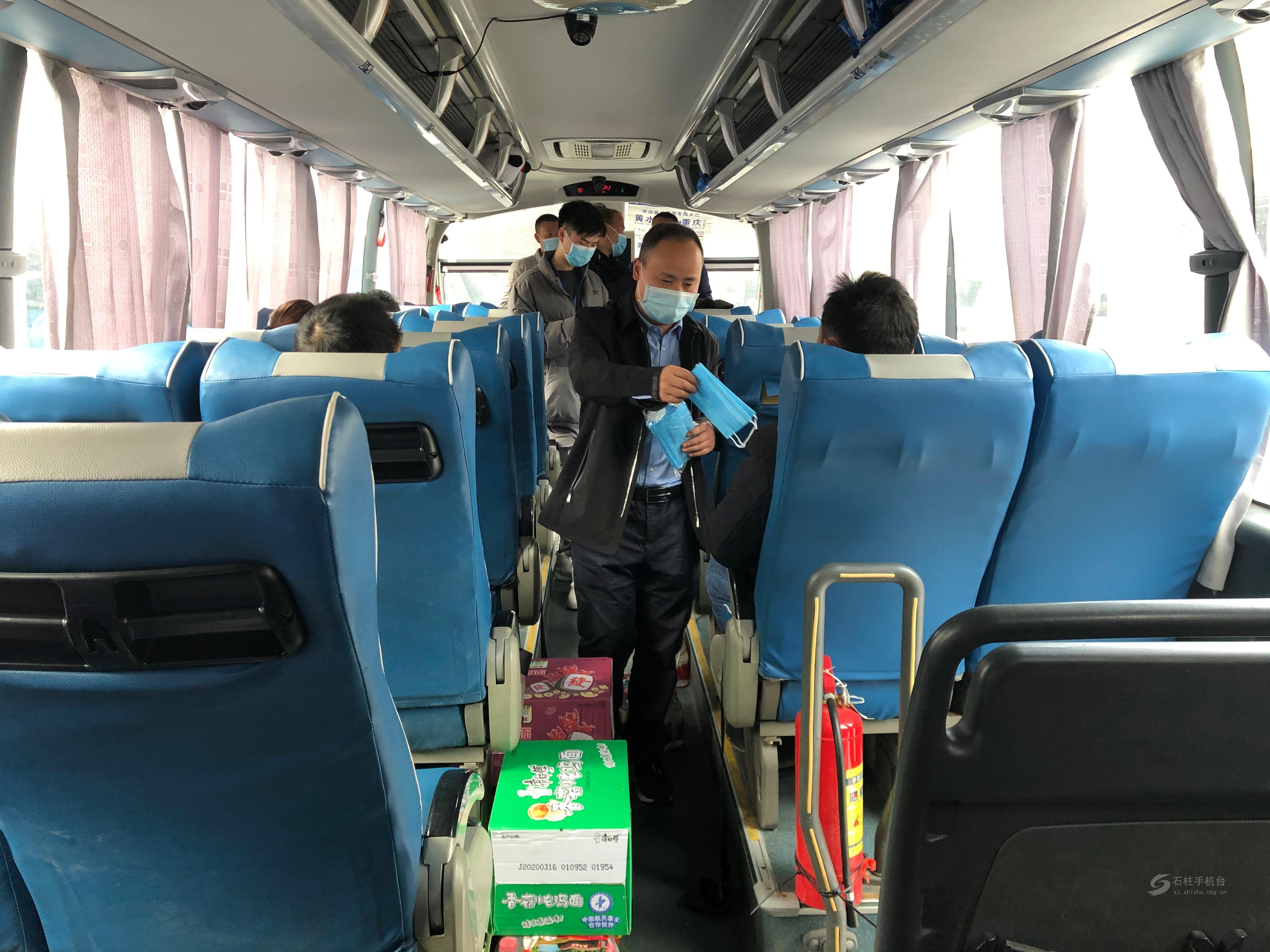 贫困人员赴山东务工专车今天发车