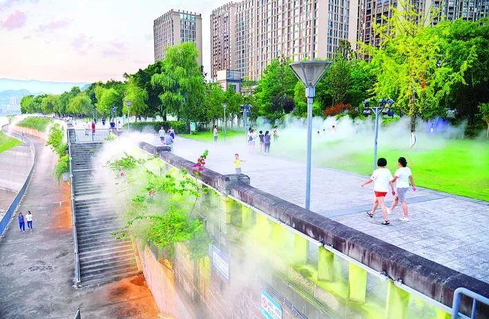 噴霧與燈光交融~萬州南濱公園宛如仙境!