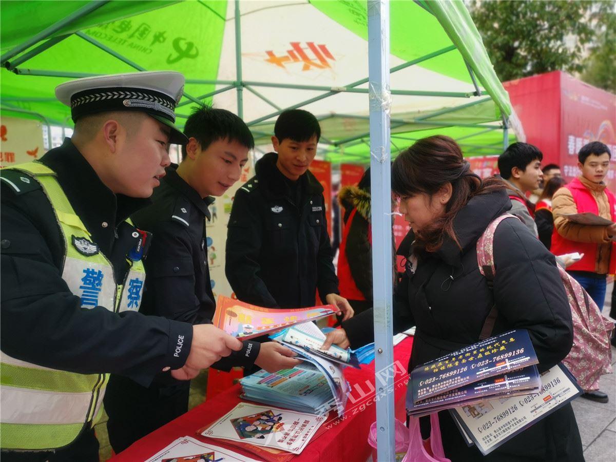 秀山县交巡警多措并举确保春节交通安全