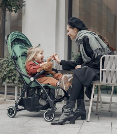 婴儿推车:具有魔力收折功能的hamilton汉弥尔敦婴儿推车