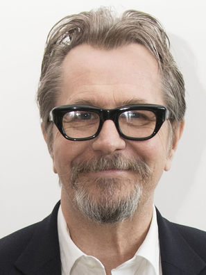 Gary-Oldman-111017-Darkest-Hour-2.jpg