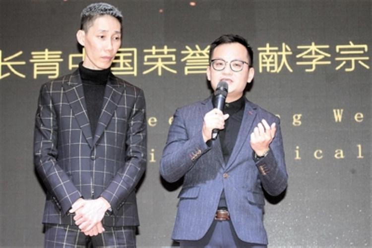 李宗伟的哥哥李宗顺(左)与导演马逸腾。.JPG
