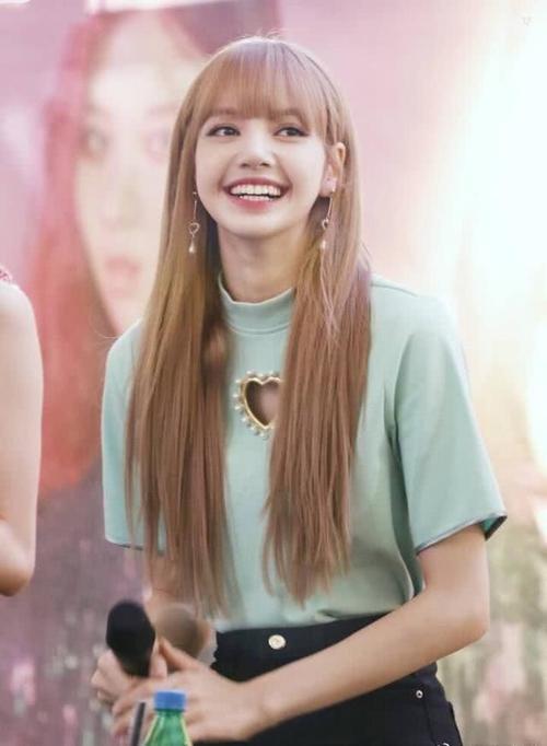 『Lisa』韩国女团BLACKPINK成员Lisa被前经纪人诈骗10亿韩元,全被挥霍于赌博