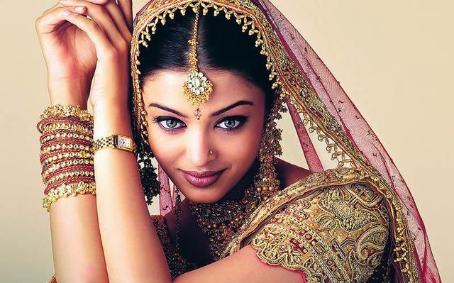 """#宝莱坞#印度""""宝莱坞第一美女""""感染新冠,女儿和老公也中招"""