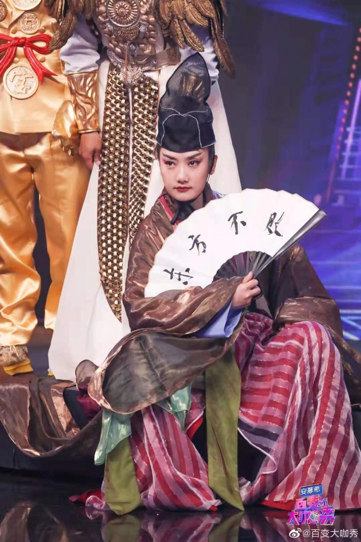 """""""凤凰传奇""""玲花变身""""东方不败""""林青霞,刘嘉玲再现奥黛丽·赫本经典造型"""