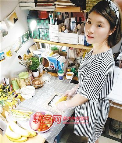 中国好室友!寝室课桌作料理间,为室友制作上百道美食