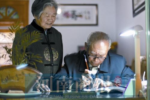 郑州78岁老人手写情书 堪称最长情告白