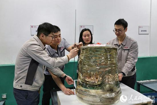 全球最大450公斤级蓝宝石晶体在中国诞生