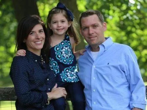 安东尼和他的妻子女儿。 (图片来源:渐冻症协会官网)
