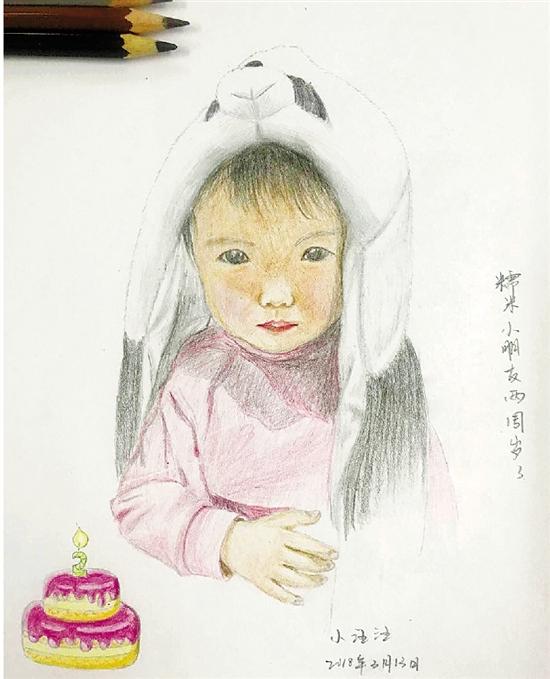 女警与孩子常分离 每月一张彩铅画记录其成长