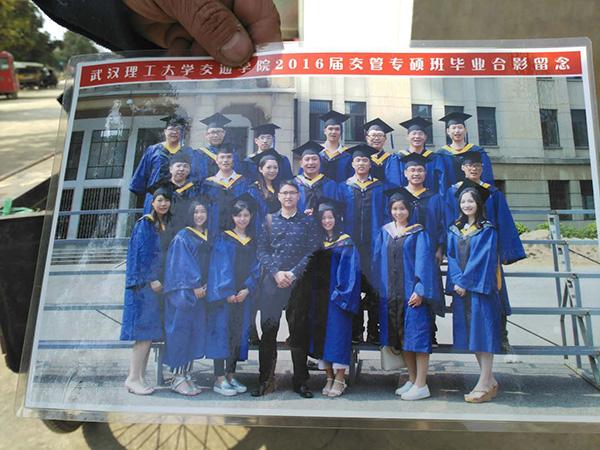 罗正宇研究生毕业的班级合影。.jpg