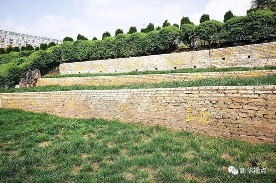2018年4月2日 ,贵州省贵阳市清镇(县级)市红枫艺术陵园,已编号但尚未售卖出的墓地。新华社记者陶亮 摄