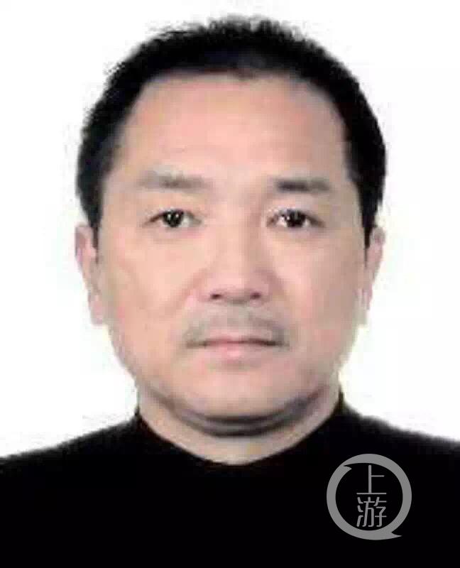 咸宁警方公布的犯罪嫌疑人李红新.jpg
