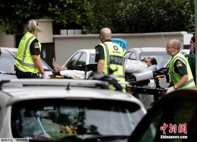 新西兰清真寺枪击案至少27人死 凶手直播行凶现场