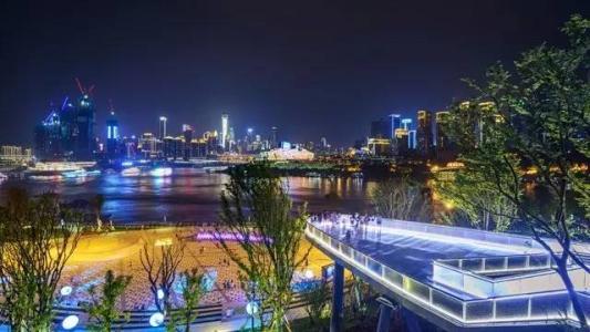 弹子石广场看夜景.jpg