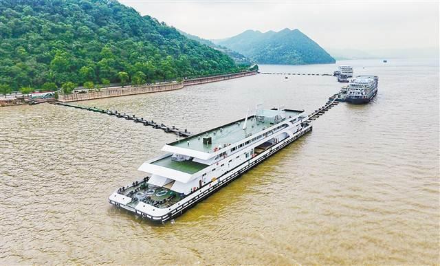 长江最大旅游客运趸船在丰都投用