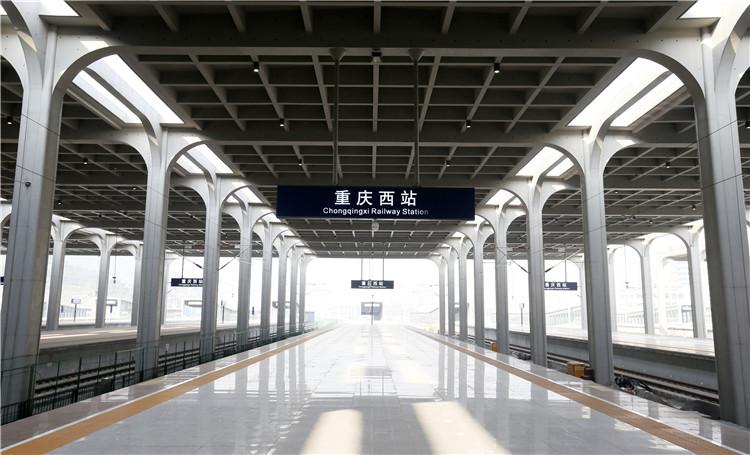 即将投入使用的重庆西站,站台明亮大气。 (1).jpg