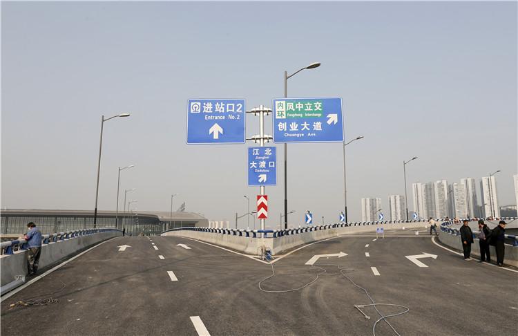 经华玉路可以直接进入重庆西站南循环道,可以选择前往进站口2、车库。.jpg