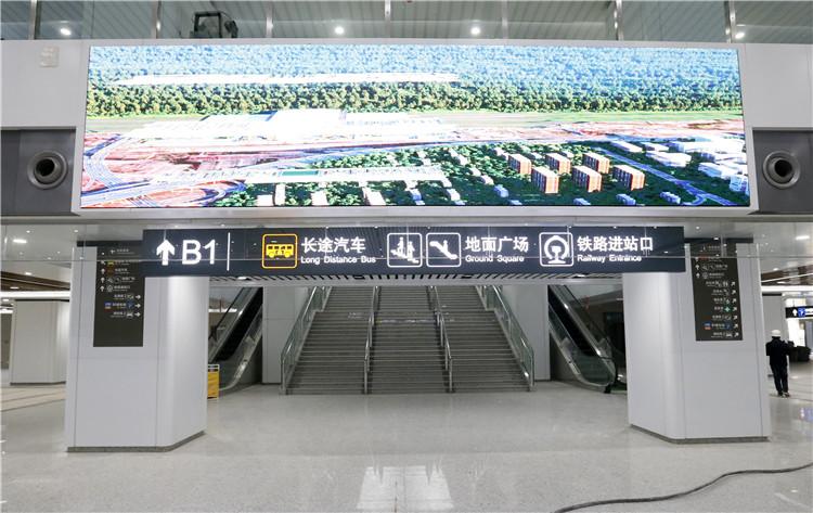 在出站大厅内,有专门的出口可到达长途汽车站。.jpg