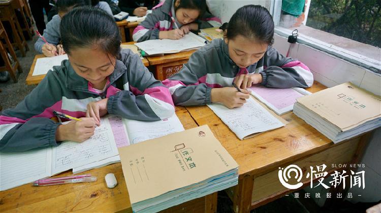 永川11万余中小学生用上新型环保护眼作业本