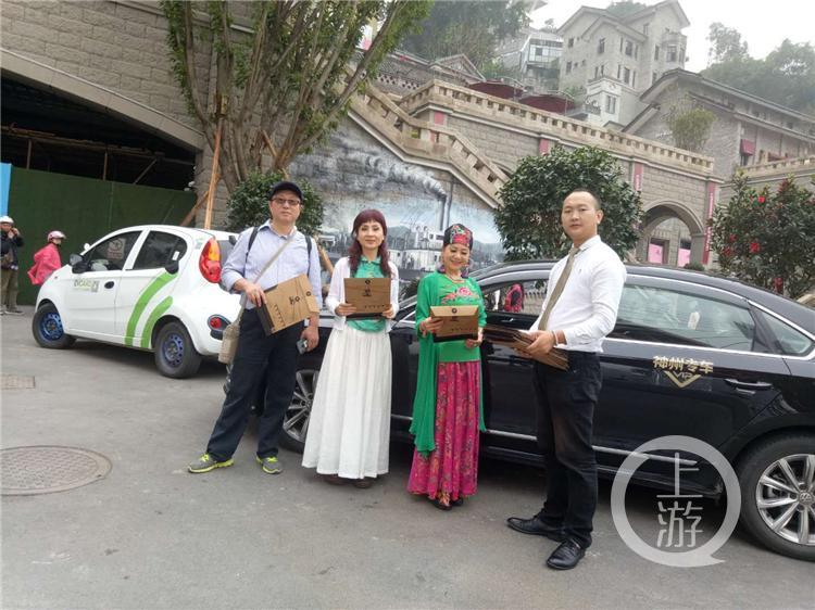 礼包里的重庆热门景点代表了重庆的重要地标