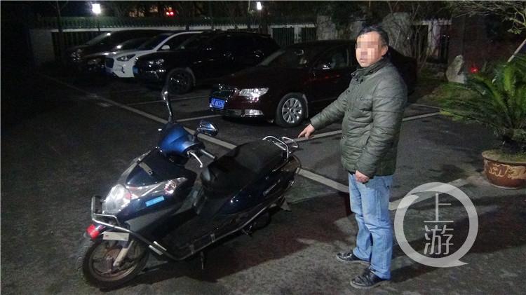 男子偷摩托车代步 小区旁偷练刚学会就被抓