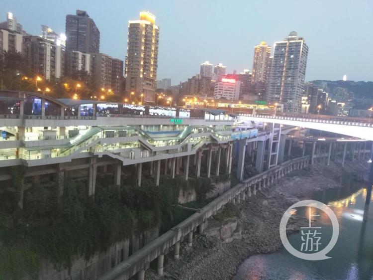 """站立的城市丨重庆首个建筑遗址公园 是用""""边角料""""建成的"""