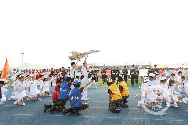 不一樣的體育節!千名學生扮演20種職業勞動者參加開幕式