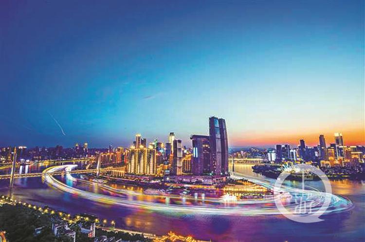 重庆夜景,游船在江面留下彩色光带。本报资(3282037)-20190903061735_副本.jpg