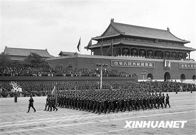 图为1954年10月1日,中国人民<span style=