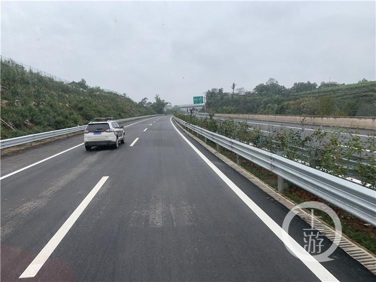 重庆首条绿色高速潼荣高速完成主体施工%0A下(3765642)-20191128153102.jpg