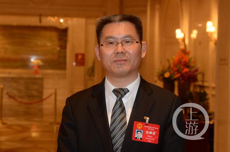 市人大代表袁勤华图片   刘波  文(4011301)-20200114175020_副本.jpg