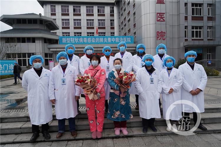 黔江中心医院两名确诊患者痊愈出院(4140704)-20200210152653_副本.jpg
