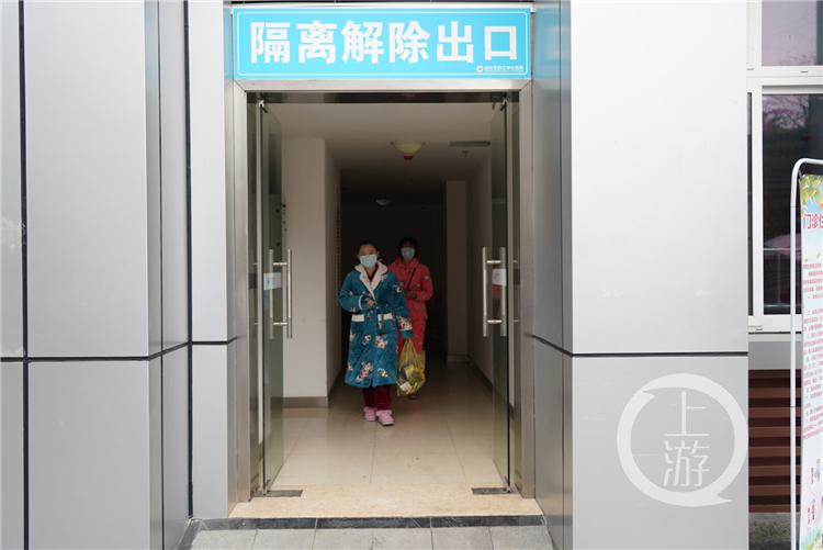 黔江中心医院两名确诊患者痊愈出院(4140702)-20200210152659_副本.jpg